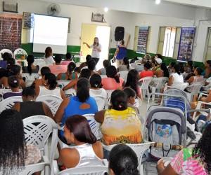 Cerca de 80 pessoas, em sua grande maioria mulheres, participaram do evento.