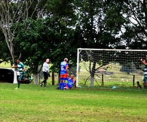 Fabinho selou a vitória do Canário sobre o Pracinha ao fazer o segundo gol da partida.